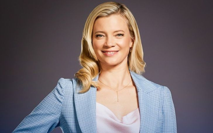 Amy Smart is an American actress and model who came into the spotlight after appearing in Varsity Blues and has a net worth of $8 million.