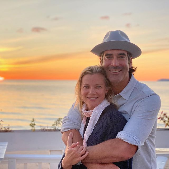 Amy Smart and her spouse, Carter Oosterhouse, were taking a picture during the sunset.