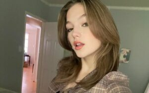 Jayden Bartels is an American actress and model who is proficient in singing and dancing as well who has the net worth of $2 million.